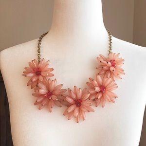 💥SALE💥acrylic peach/pink flower necklace